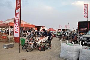 Dakar Artículo especial Una esquina del vivac para analizar el aceite de competición