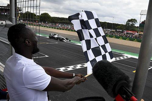 F1 verkoopt vierkantjes op finishvlag voor goede doel