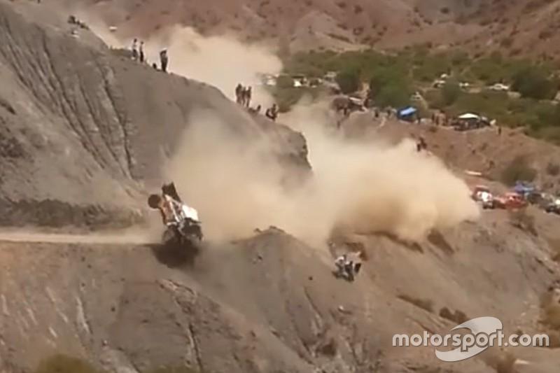 Video: Der wilde Crash von Carlos Sainz bei der Rallye Dakar