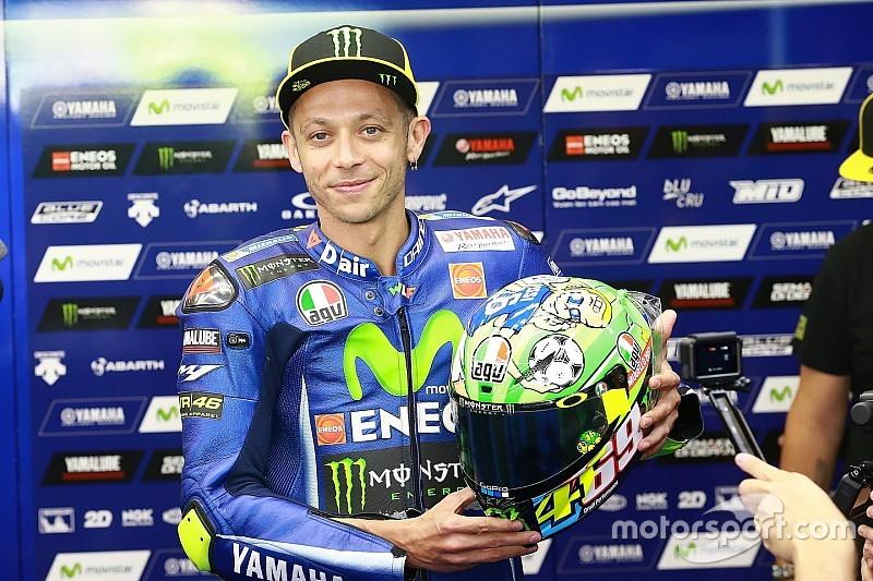 Rossi dedica el casco de Mugello a Hayden y Totti