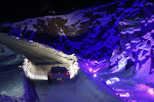 Svéd Rali: ilyen, amikor alig látsz valamit, de nyomod neki a hóban