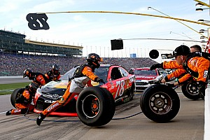 NASCAR Cup Breaking news NASCAR is considering smaller pit crews for 2017