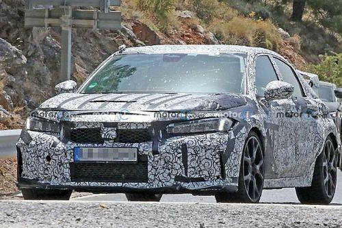 Az új kémfotók alapján óriási hátsó szárnya lesz az új Honda Civic Type R-nak