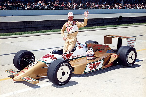 Castroneves set to run gold livery in Indy 500