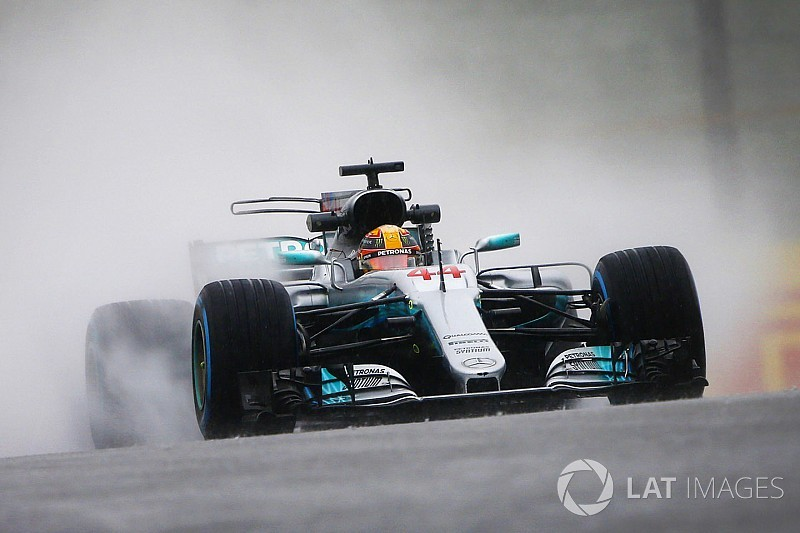 Hamilton nyerte a csonka esős suzukai szabadedzést délután
