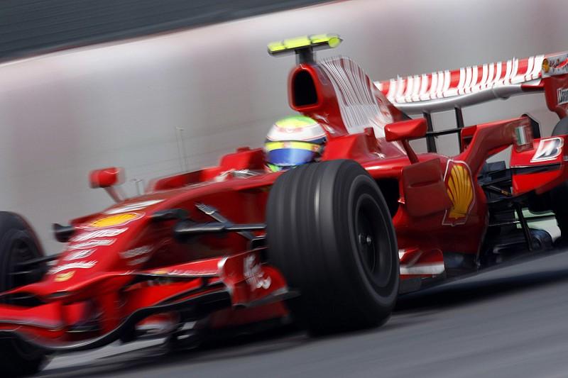 Massa parádés dupla előzése a Ferrarival: 10 éve