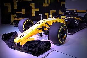 Formula 1 Breaking news Replika Renault R.S. 17 dari Lego