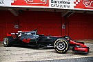 Forma-1 A Haas profin befotózta idei autóját a garázs előtt!