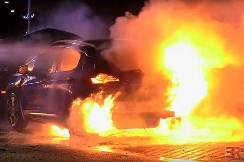 Kicserélik a kigyulladó Chevrolet és Opel elektromos autókban az akkumulátorokat