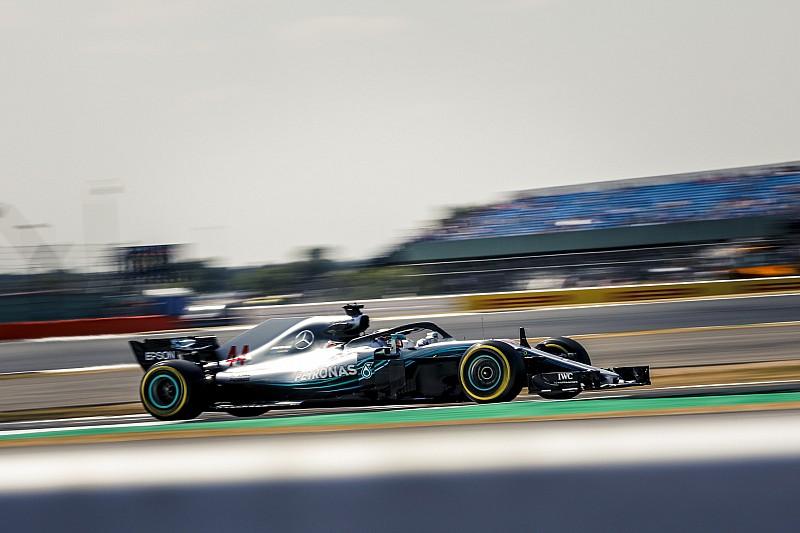 Hamilton lidera TL3 em Silverstone marcado por acidente