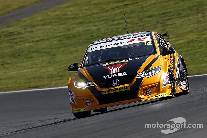 Brands Hatch BTCC: Shedden wins race two amid late drama