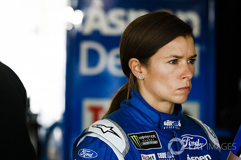 """Danica Patrick dice que el año pasado se sintió """"triste y negativa"""" en NASCAR"""