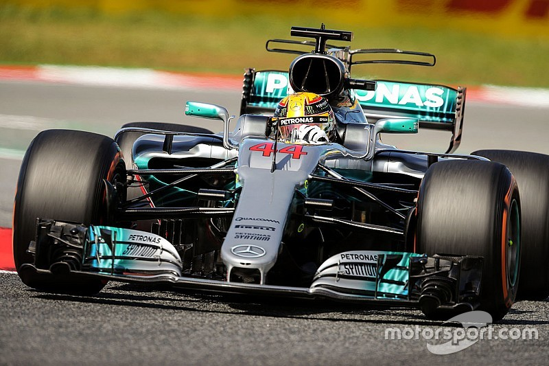 "Hamilton admits Mercedes F1 car ""difficult to drive"""