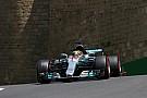 Hamilton detona pneus em Baku: