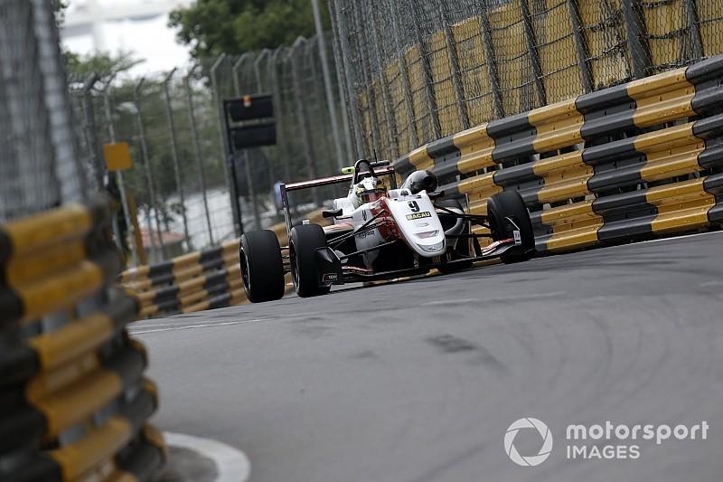 Schumacher manda en la segunda práctica en Macao
