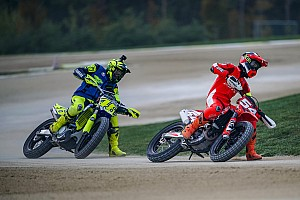Rossi desafía a Petrucci y Dovizioso a una carrera de motocross
