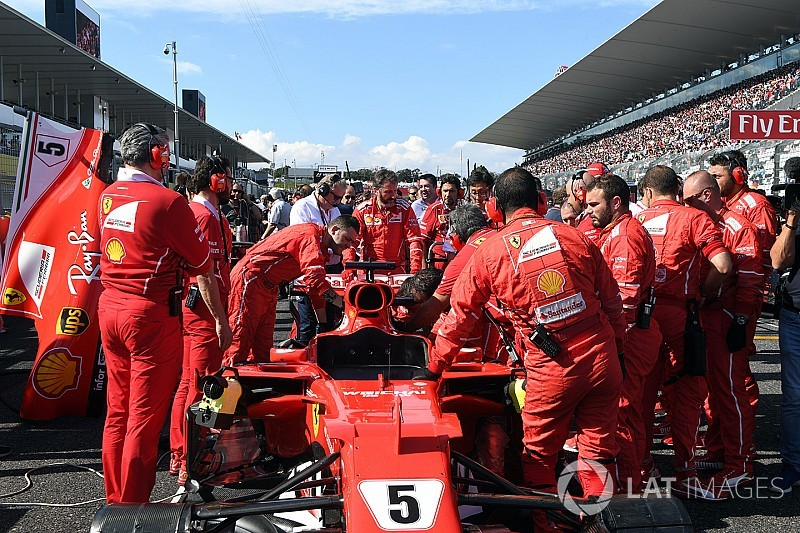 """フェラーリ、""""時間切れ""""でスタート前にスパークプラグ交換できず"""
