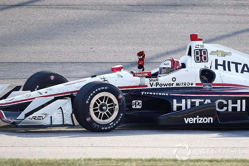 Кастроневес одержал победу в гонке IndyCar в Айове, Алешин сошел
