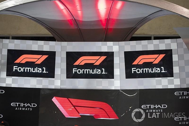 """Hamilton: """"A Ferrari sem változtatja meg a logóját"""""""