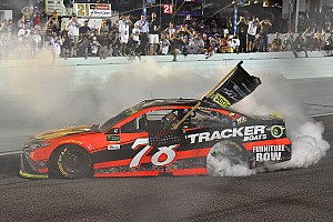 NASCAR Cup Rennbericht NASCAR-Titel 2017: Martin Truex Jr. hält Kyle Busch in Schach