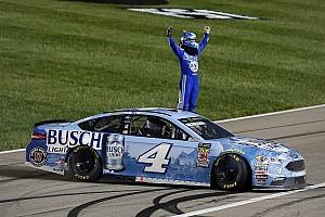 NASCAR Cup Rennbericht Dramatischer Kansas-Sieg für Harvick nach Larson-Show