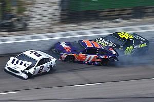 VIDEO: Un choque de varios autos detiene la carrera en Texas