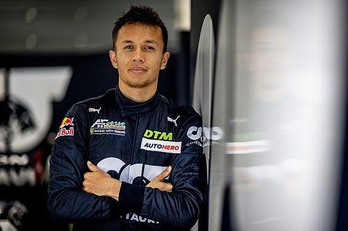 VIDEO: Albon doet een rondje Red Bull Ring (in een Ferrari)