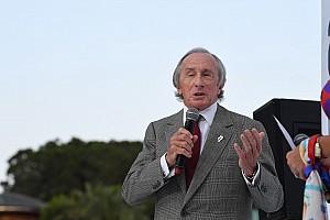 F1 Portrait Jackie Stewart defiende al Halo: