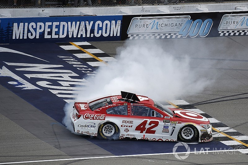 NASCAR: Michigan-Hattrick für Kyle Larson nach Killer-Restart