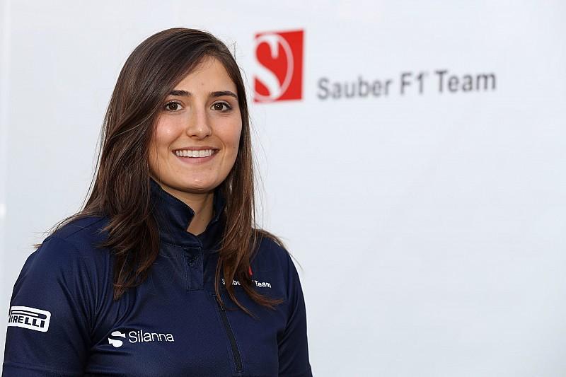 Sauber ficha a Tatiana Calderón como piloto de desarrollo