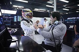 Formel 1 News Lewis Hamilton: Toto Wolff ist ein