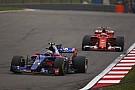 Сайнс назвал анекдотом преимущество Mercedes, Ferrari и Red Bull