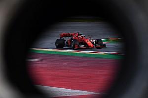 A Ferrari 326 körnél jár, de tapad rájuk a Mercedes