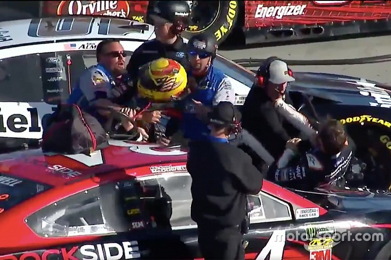 Fight breaks out on pit road during Cup qualifying at Phoenix