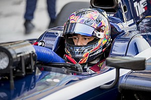 FIA F2 Reporte de calificación Markelov se lleva la última pole de la F2 de 2017