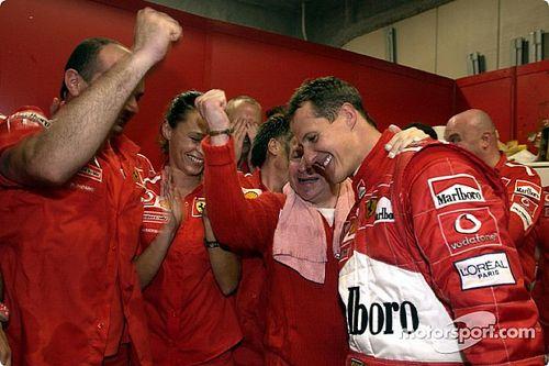 Vettel vê Schumacher como melhor da F1 e diz que é presunçoso comparar Fangio, Senna e Hamilton