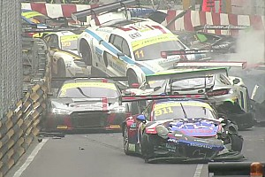 "GT 突发新闻 GT世界杯排位正赛出现""大撞车"""