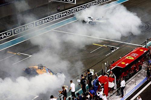 """Alonso ringrazia Hamilton e Vettel per la passerella finale: """"E' stato un privilegio correre nella loro era"""""""
