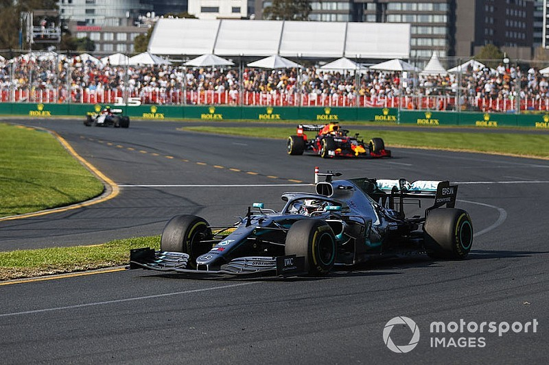 Mercedes discovers floor damage on Hamilton's car
