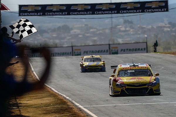 Stock Car Brasil Casagrande surpreende e vence corrida 2 em Curvelo