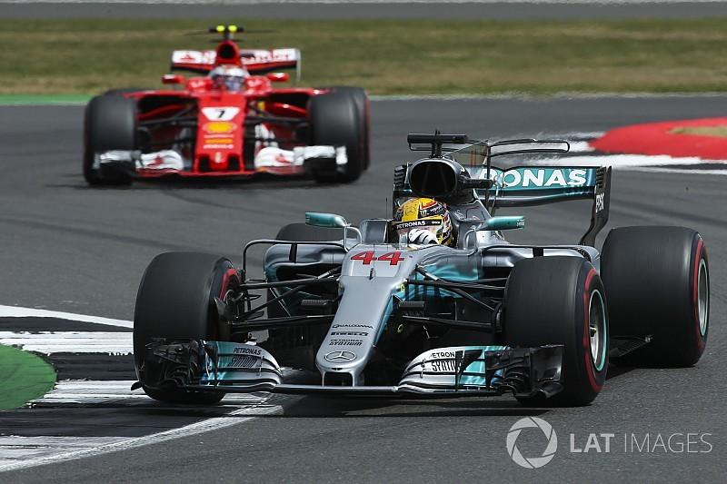 Hamilton memelankan mobilnya setelah Ferrari bermasalah