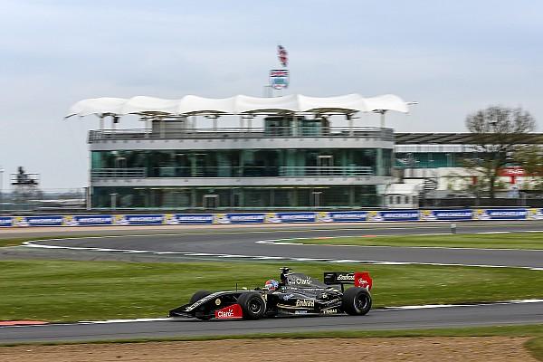 Формула V8 3.5 Репортаж з гонки Формула V8 3.5 у Сільверстоуні: Фіттіпальді виграв першу гонку