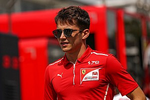FIA F2 Новость Леклер посвятил новый шлем умершему отцу