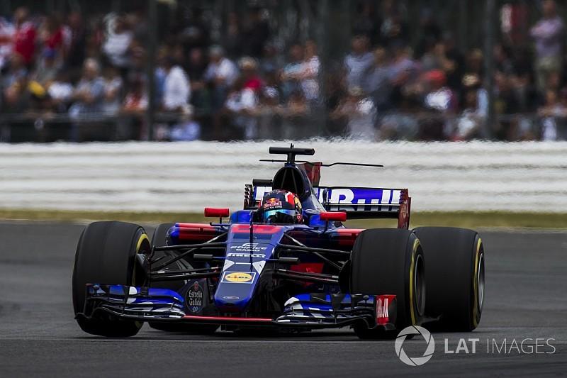 """""""Embarrassing"""" Kvyat deserves to miss races - Villeneuve"""