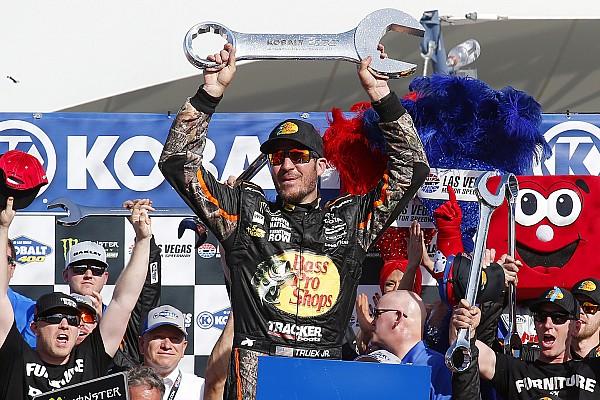 NASCAR Cup Relato da corrida Truex Jr.