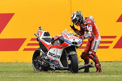 MotoGP Lorenzo butta a terra la Ducati: quella rabbia ora serve in sella