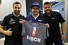 Össztüzet zúdítottak az Indycar versenyzői Lewis Hamiltonra