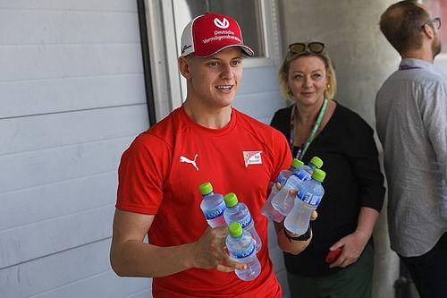 La F1 dejará de utilizar botellas de plástico