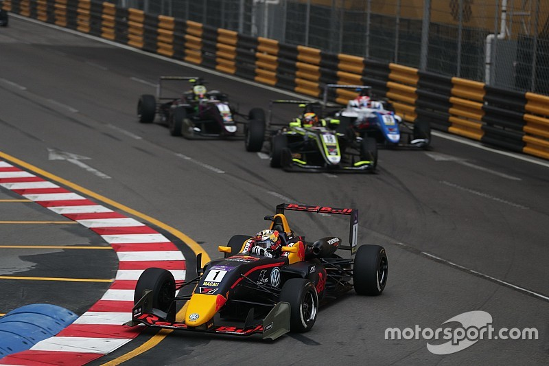 Macau GP: Ticktum avoids dog, wins qualifying race