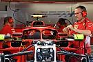 Fórmula 1 Ferrari ajusta montagem do retrovisor para o GP de Mônaco